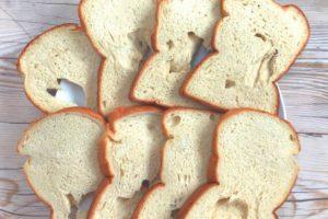 白い食パン 穴あき
